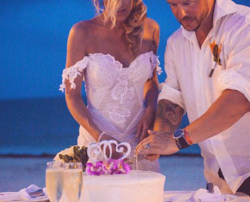 bride and groom cut wedding cake at dinner